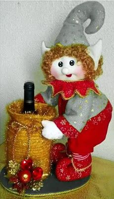 DUENDE COM MOLDES CRÉDITOS NA FOTO Rustic Christmas Ornaments, Christmas Centerpieces, Christmas Elf, Christmas Decorations, Holiday Decor, Diy And Crafts, Christmas Crafts, Elves And Fairies, Projects To Try