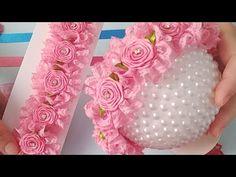 Rococo Wreath In Silk Stocking with Lace # Coroa De Flores Rococó Na Meia De Seda com renda nº 5 Rococo Wreath In Silk Stocking with Lace # 5 - Ribbon Art, Ribbon Crafts, Ribbon Bows, Flower Girl Headbands, Baby Headbands, Fabric Flowers, Paper Flowers, L'art Du Ruban, Kanzashi Flowers