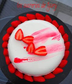Aujourd'hui je vous propose une association que j'adore: la fraise et la fleur d'oranger. Très souvent, je mange mes fraises au sucre avec...