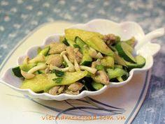 Stir fried Chicken with Cucumber and Mushroom (Gà Xào Dưa Leo và Nấm) from http://www.vietnamesefood.com.vn/vietnamese-recipes/vietnamese-chicken-recipes/stir-fried-chicken-with-cucumber-and-mushroom-ga-xao-dua-leo-va-nam.html