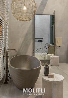 Badkamer in het StijlvolWonen huis op de VT Wonen & Design beurs 2019 - molitli interieurmakers bv Bathroom Toilets, Sink, Bathtub, Flooring, House, Bathroom Ideas, Home Decor, Bb, Diy Bathroom Tiling