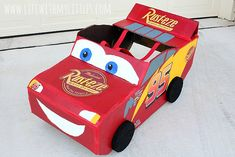 This DIY Lightning McQueen costume is amazing! Great step-by-step tutorial for anyone wondering how to build a Lightning McQueen Halloween costume this year! Especially with Cars 3 just coming out! Cars Halloween Costume, Car Costume, Diy Costumes, Halloween 2019, Lightning Mcqueen Costume, Cars 3 Lightning Mcqueen, Disney Cars Party, Car Party, Disney Nursery