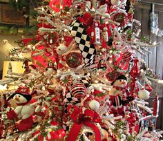 DIY ;) For sure this year 2014 my Christmas Tree will be red and white :):)  Penny's Vintage Home: Christmas Decorating Ideas