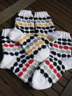 Lady in red: Marimekon räsymattosukat Knitting For Kids, Knitting Socks, Marimekko, Lady In Red, Cross Stitch, Womens Fashion, Diy, Creative Crafts, Wool