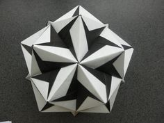 This kusudama is not to complicated, but needs to be folded very precise, to look good. Music: Lord of the Land Kevin MacLeod (incompetech.com) direct link: ...