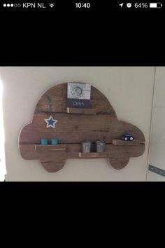 I like the idea of having the wood be some shape or image like an air plane. Picture Holders, Woodworking For Kids, Kidsroom, Baby Decor, Children's Place, Diy Projects To Try, Wood Pallets, Diy For Kids, Kids Bedroom