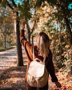 Photography Landscape Pictures Most Popular Ideas Autumn Photography, Girl Photography Poses, Creative Photography, Travel Photography, Photography Training, Fall Pictures, Fall Photos, Poses Photo, Photo Shoots