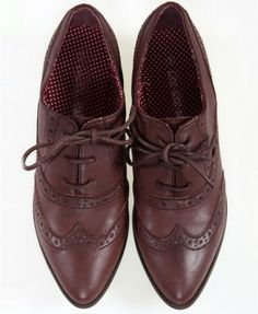 Neutral Pointed Toe Oxford Shoes.