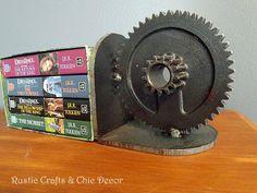 10 + hochinteressante Dekoideen mit alten Fahrradgetrieben - Bücherstütze