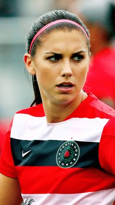 World And Universe Cute Alex Morgan Hd Wallpaper Android How to Female Soccer Players, American Football Players, Good Soccer Players, Alex Morgan Cleats, Alex Morgan Soccer, Fukuoka, Soccer Season, Soccer Quotes, Team Usa
