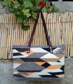 Bolsa artesanal. 100. %lana.