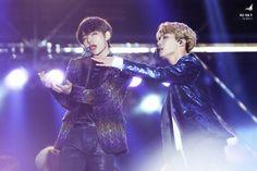 V and J-Hope ❤ BTS at the 2016 MBC Gayo Daejejeon (161231 - 170101) #BTS #방탄소년단