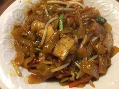 Mie Goreng, Rice Pasta, Japchae, Pasta Recipes, Noodles, Pork, Beef, Chicken, Cooking