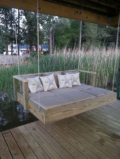 Built a Frame To Hold a Full Size Mattress, Add Chaise Lounge Cushions and Hung 30 Pallet Bed Swing At Backyard Ideas 33 – Kawaii Interior Outdoor Spaces, Outdoor Living, Outdoor Ideas, Lakeside Living, Outdoor Couch, Pallet Swing Beds, Pallet Daybed, Pallet Swings, Wood Daybed