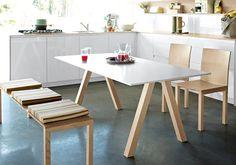 """Zur Küche """"Tio"""" gehören auch Tisch, Bank und Stuhl. Hier als Mittelpunkt mit Küche drum herum.www.rational.dezurück zum Artikel"""