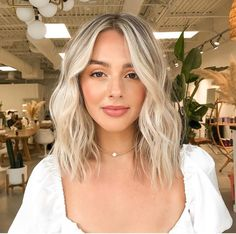 Medium Length Blonde, Medium Blonde Hair, Blonde Short Hair, Shoulder Length Hair Blonde, Hair Inspo, Hair Inspiration, Pretty Blonde Hair, Hair Color And Cut, Great Hair