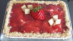 ΥΛΙΚΑ Περίπου 30 μπισκότα πτι μπέρ 500 ml κρέμα γάλακτος 600 γρ γιαούρτι στραγγιστό ή τυρί κρέμα ή ακόμα και μασκαρπόνε μπορείτε να βάλετε 3-4 κουταλιές σούπας ζάχαρη άχνη 1 βανίλια Λίγες φράουλες Και μαρμελάδα φράουλας ΕΚΤΕΛΕΣΗ Χτυπάμε την κρέμα γάλακτος σε σαντιγί μαζί με την ζάχαρη άχνη και την βανίλια Προσθέτουμε το γιαούρτι Ανακατεύουμε [...] Sweet Desserts, Dessert Recipes, Sweet Life, Tiramisu, Food To Make, Waffles, Strawberry, Pie, Pudding