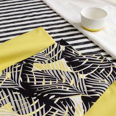 Pippuricollege raita, vanilja - musta (LEVEÄ)   NOSH verkkokauppa    Get inspired by new NOSH fabrics for Spring 2017! Discover new colors, prints and quality organic cotton. Shop new fabrics at en.nosh.fi