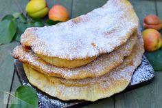 Langosi cu caise - CAIETUL CU RETETE Breakfast Snacks, Breakfast Recipes, Ethnic Recipes, Romania, Food, Boleros, Vegans, Sweets, Recipes