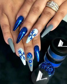 50 creative and newest acrylic nails designs for winter holiday 2019 50 creative and newest acrylic nails designs for winter holiday are presenting acrylic winter nail art that are rather straightforwar Long Nail Designs, Winter Nail Designs, Winter Nail Art, Christmas Nail Designs, Acrylic Nail Designs, Winter Nails, Nail Art Designs, Xmas Nails, Holiday Nails