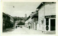 Tønsberg i Vestfold fylke Haakon Gamlesgate med  M.H.Aadne Cycleforretning Utg Küenholdt tidlig 1900-tall