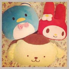 Time to call it a day and rest up with my #sanrio cushions #tuxedosam #pompompurin #mymelody #pompomlovinit