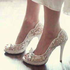 #LaceWeddingShoes