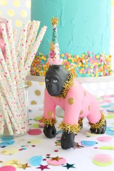 Love this girly animal parade party! Fun mix of the pink and gold Gorilla cake topper by Painted Parade on Etsy Diy Party Animals, Animal Party, Circus Birthday, Animal Birthday, Fiesta Theme Party, Party Fun, Elmo Party, Mickey Party, Dinosaur Party