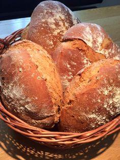 Brot/Weckerl - Backen macht GLÜCKlich - Stoibergut Bread Recipes, Salzburg, Breads, Food Porn, Anna, Pesto Bread, Crack Bread, Baking Buns, Cooking