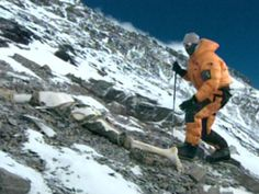 Seventy-five years after Mallory and Irvine vanished, mountaineer Conrad Anker took part in an expedition to search for their bodies high on Everest. Mount Everest Deaths, Monte Everest, Climbing Everest, Rugged Style, Mountain Climbing, Beautiful Places To Travel, Bhutan, K2, Mountaineering