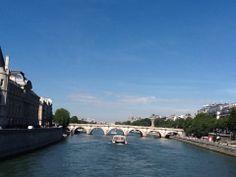 Paris. rio Sena