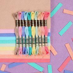 Read information on craft ideas for kids Diy Bracelets Easy, Thread Bracelets, Embroidery Bracelets, Bracelet Crafts, Cute Bracelets, Gold Bracelets, Diamond Earrings, Diy Friendship Bracelets Patterns, Felt Sheets