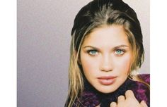 Topanga Lawrence, the sweet teen in the '90s sitcom hit Boy Meets World, is making waves for her very grown-up Maxim cover. The character is played by actress Danielle Fishel.