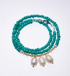 Sommerlich schöne Kette/Armband mit türkisen und goldenen Glasperlen und mit Süßwasser-Perlen.Länge: