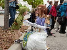 Baby Link and Princess Zelda cosplays