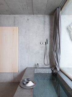 bathtub - concrete | photo mads mogensen