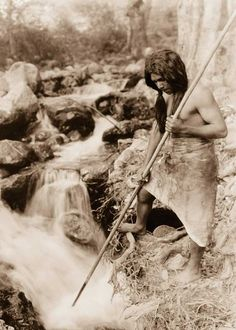 Check out these beautiful and captivating images, taken by photographer Edward Curtis, of Native American tribes from over 100 years ago! Native American Photos, Native American Tribes, Native American History, American Indians, American Life, Edward Curtis, Indiana, Photo Record, Before Us