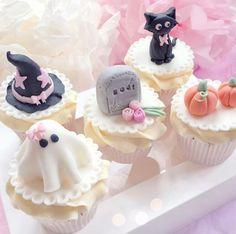 Halloween Cocktails, Halloween Desserts, Halloween Cupcakes, Comida De Halloween Ideas, Pasteles Halloween, Halloween Baking, Halloween Treats, Kawaii Halloween, Pink Halloween