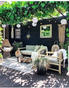 nl's patio is like a little slice of heaven! The pergola + vines, hang… - Livinghip.nl's patio is like a little slice of heaven! The pergola + vines, hang… Livinghip.nl's patio is like a little slice of heaven! The pergola + vines, hang… Outdoor Rooms, Outdoor Living, Outdoor Decor, Outdoor Furniture Sets, Rustic Outdoor, Outdoor Kitchens, Outdoor Life, Better Homes And Gardens, Outdoor Patio Designs