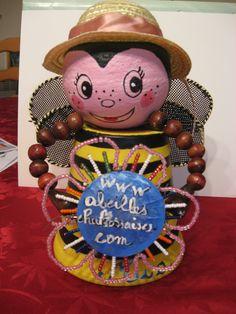 Demandez  la collection des Abeilles chalossaises quand vous rentrez dans l'Office de Tourismze des Luys..