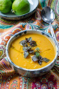 Supă cremă din cartof dulce. Supa are un conținut bogat de vitamina A, este potrivită pentru masa de seară sau alături de un prânz consistent.