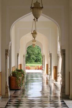 Rambagh Palace Corridor. Jaipur, INDIA.