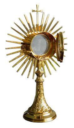 Custodia en metal dorado con rayos y Cruz / A monstrance, also known as ostensorium, is the vessel used in churches to display the consecrated Eucharistic host, during #Eucharistic adoration or Benediction of the #BlessedSacrament. (2/3). http://www.articulosreligiososbrabander.es/custodia-del-santisiomo-en-metal-dorado-con-rayos-y-cruz.html #Corpus #CorpusChristi #Procesion