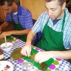 You don't have to be a pro to cook Greek dolmadakia! #Athens #greekfood #eatGreek #CookingLesson #cookingclass | Greece
