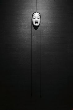love it...  nothing says creepy like a soul-less, dimly lit mask at the end of a dark hallway....  gotta remember this for decorating my first house.