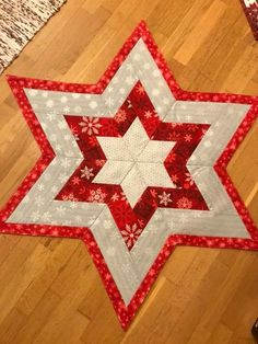 Christmas Patchwork, Christmas Quilt Patterns, Star Quilt Patterns, Christmas Sewing, Star Quilts, Table Runner And Placemats, Table Runner Pattern, Quilted Table Runners, Small Quilt Projects
