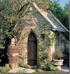 Charming gardening closet...it would be cool to split it half and half: gardening closet and tool shed, for mon amour and I.