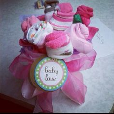This a simple flower bouquet. It is made out of baby towels, socks & spoons. You just simply roll them. It takes a couple of try's to get a desired look! People love these! Diaper Bouquet, Bazaar Ideas, Baby Towel, Simple Flowers, Baby Girl Gifts, Craft Projects, Craft Ideas, Gift Baskets, Making Out