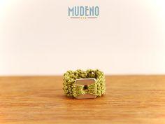 Häkelschmuck, cochet jewelry, gehäkelter Ring grün und silber mit Edelstahl viereckig...