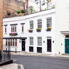 The coolest places to stay when in London - Stylish Mews in Mayfair